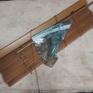 Plastic wood grain mini blind